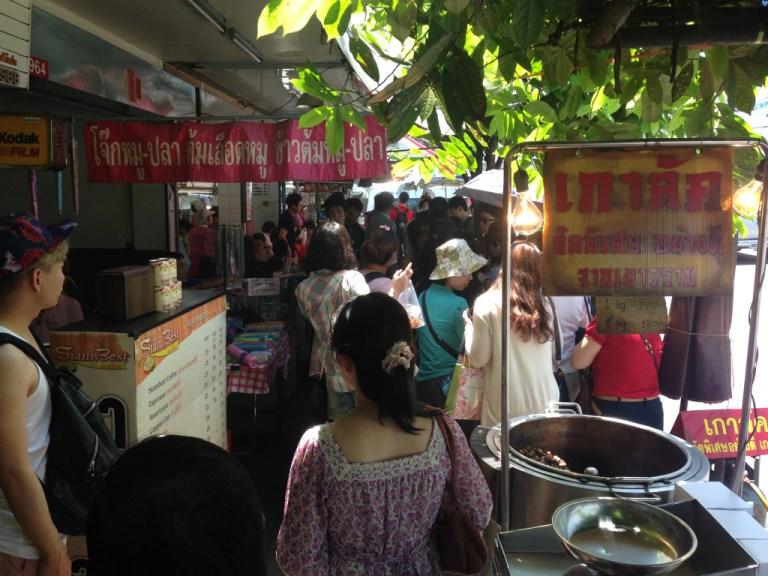 Raan Kaithong Pratunam(ラーン・ガイトーン・プラトゥーナム)の行列