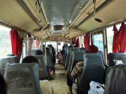 コタバル行のバスの車内
