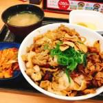 吉野家のスタミナ超特盛丼877円