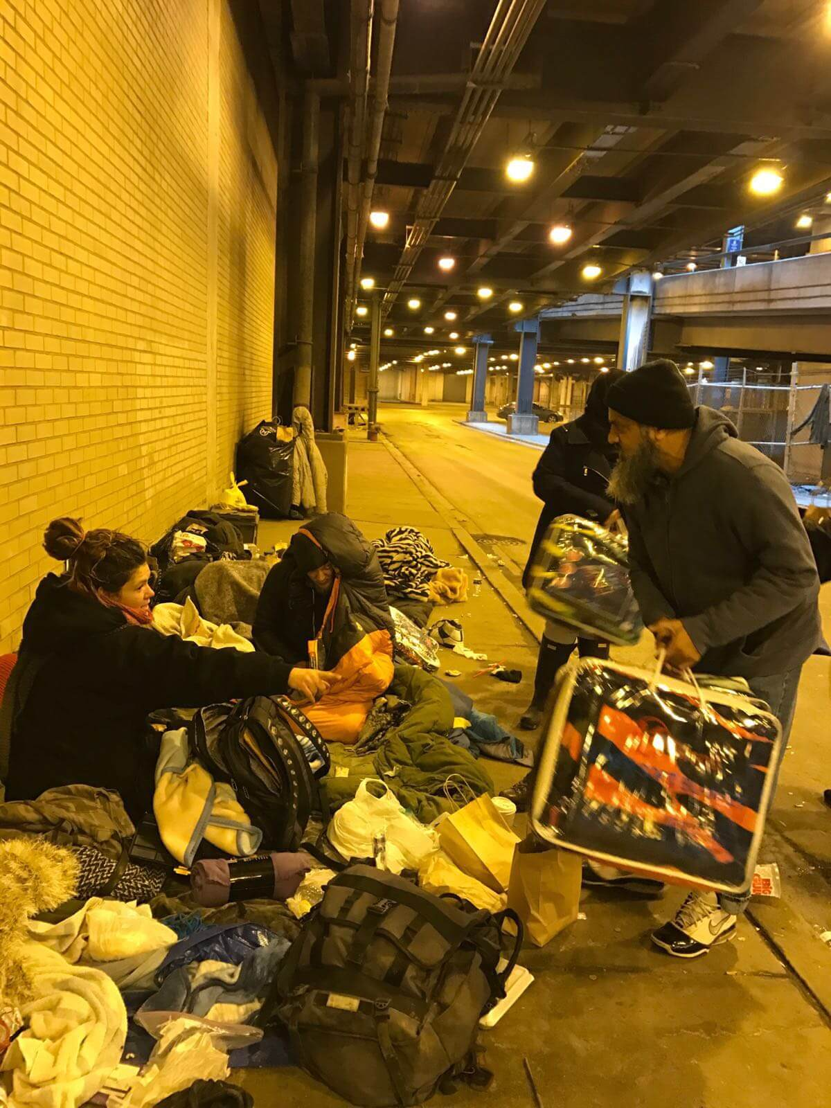Makki volunteers help homeless