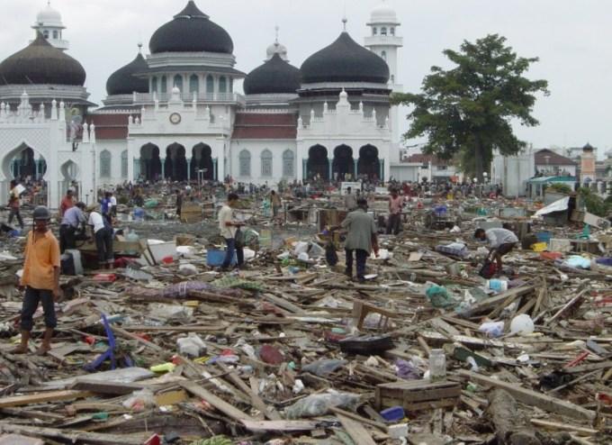 suasana masjid pasca tsunami nad