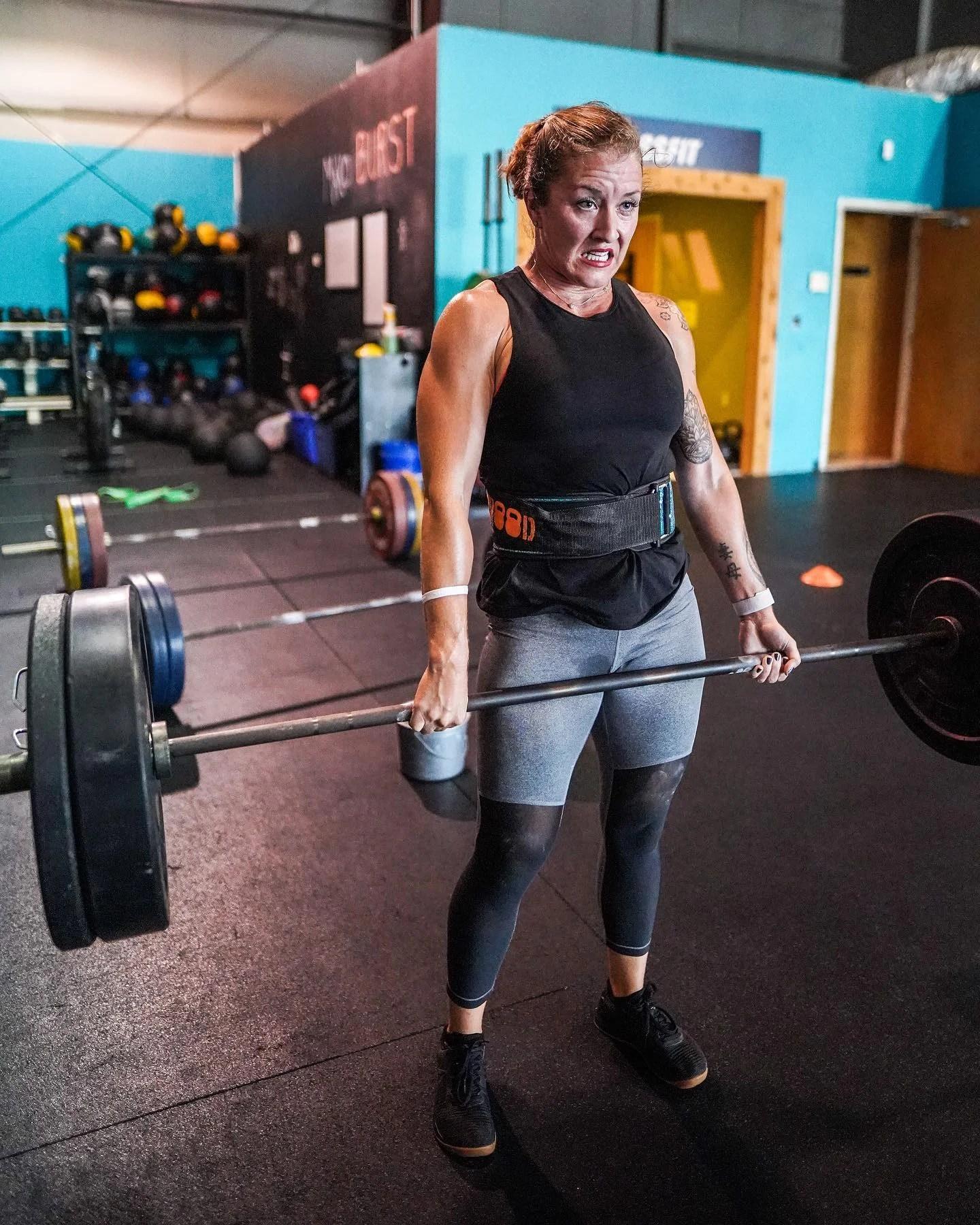 athlete-deadlift-barbell