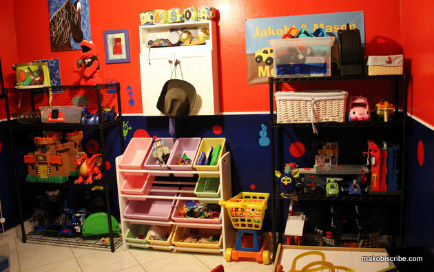 New Year's Resolution: Organizing A Toddlers Playroom #TRINITYproducts