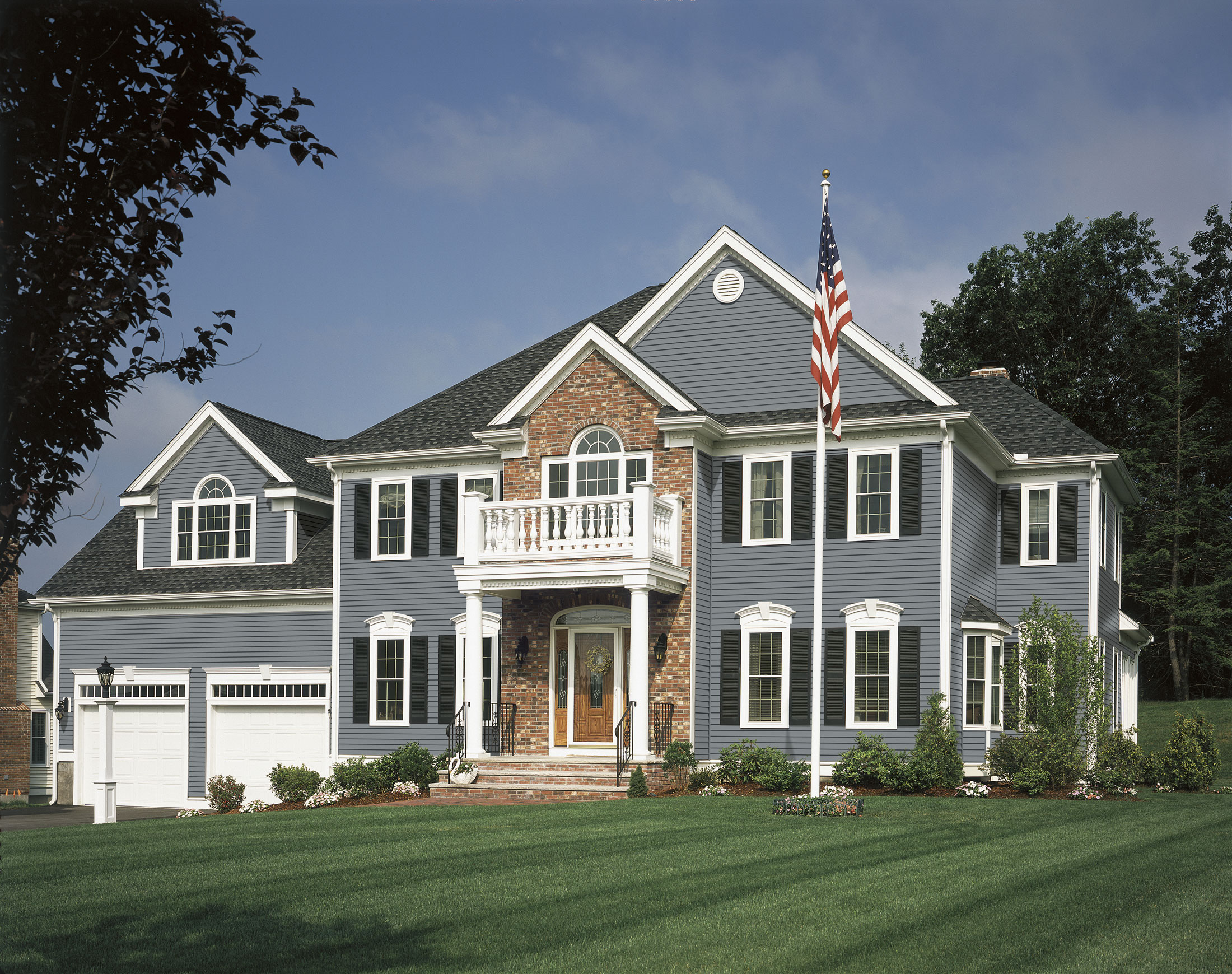 Sponsored Post: Benjamin Moore REVIVEs Vinyl Siding