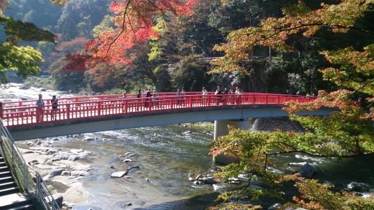 香嵐渓の待月橋に焦点