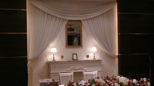 結婚式場のイスと鏡