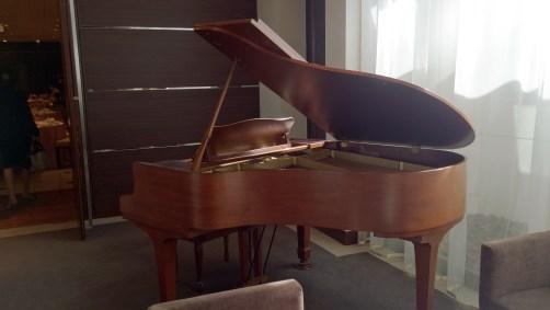 結婚式場のピアノ02