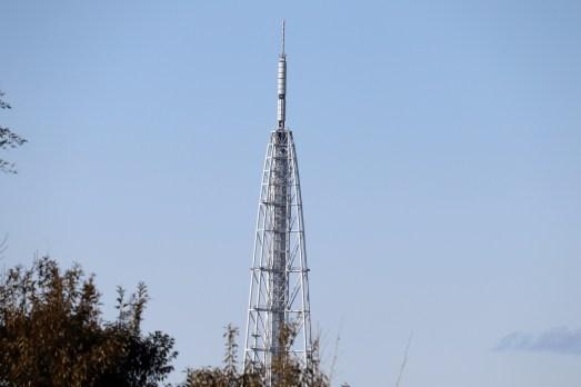 愛地球博のリニモ駅から撮影の瀬戸市デジタルリサーチパークのデジタルタワー