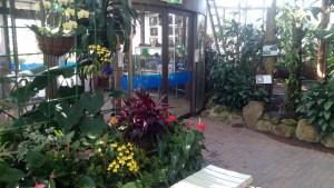 東谷山フルパの熱帯温室出口