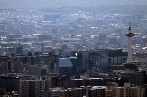 将軍塚の東山展望台からタワーと東寺の塔