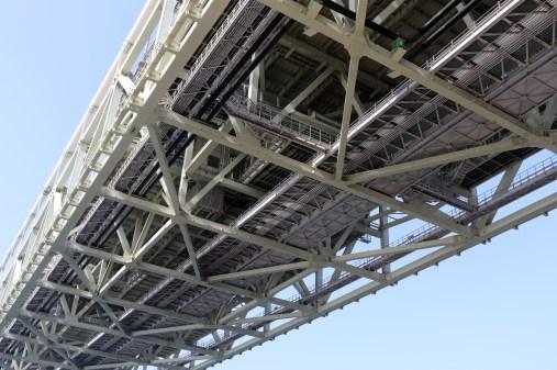 21明石海峡大橋の底面1