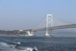 鳴門24-9の汽船から大鳴門橋遠景