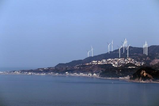 鳴門6-5エスカヒルから淡路島の風車群を撮影