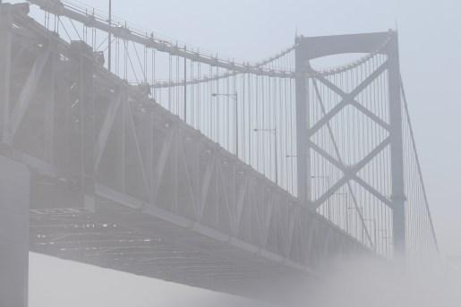 道の駅うずしお33の濃霧に包まれた大鳴門橋