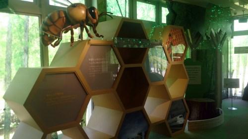 トヨエコ14のハチの巣オブジェ