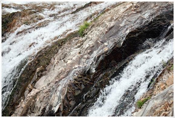 つたのふち9-9滝の超アップ