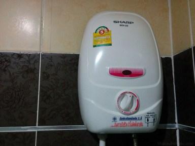 温水シャワー器。電気式
