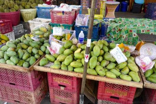MuangMai 市場の風景。物価などの記録