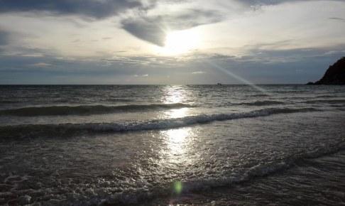 5月20日頃のパンガン島は波が荒い Koh Phangan