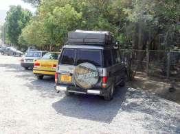 Iran, Persepolis でイギリスから走ってきた車