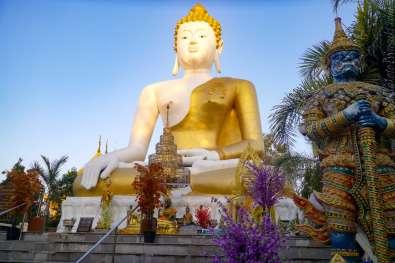 朝の Wat Phra That Doi Kham