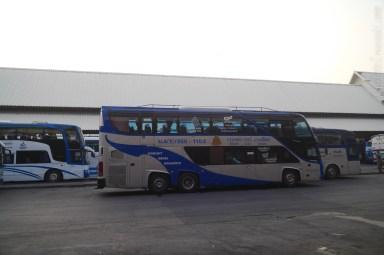 このバス、Ko Lanta まで行くらしい