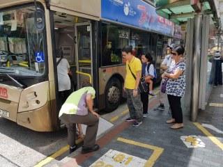 香港のバスは車椅子も乗れる