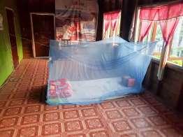 散歩から帰るとこんな寝床がこしらえてあった。テントで寝るとは言いづらい。