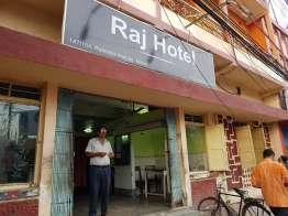 Malda, English bazar の Raj Hotel レストラン。ここは部屋もあるようだ。