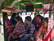 緑のローカルバスで