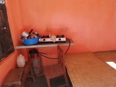 ガスコンロ食器付きの部屋も多い。10日で1500ルピー。ガス代は1日80ルピーから