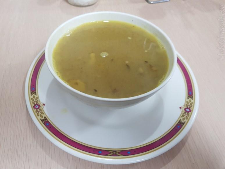 220Rs の豆スープ。小さい。薄い