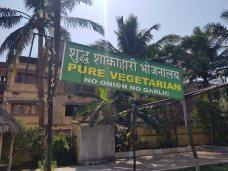 ヒンズー聖地なりに玉ねぎもニンニクも使わない食堂もあり