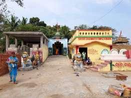 近くの小さなジャガンナート寺院