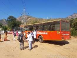 無料バスでTirupati 駅に戻る