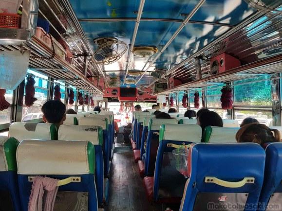 バスでヒンダト温泉へ