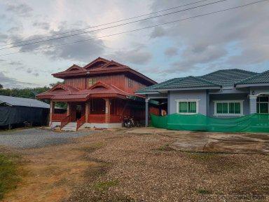 近くの集落の家
