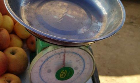 ミャンマーの秤は目盛りが読めない