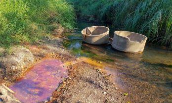 川底鉄泉で乾季のみの土管フイサイトン温泉:チャヤプーン
