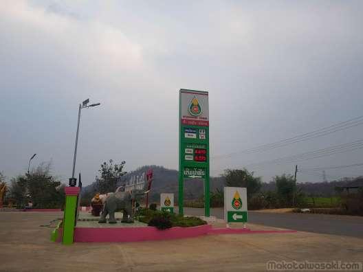 ガソリンはタイより高い。E20 がない。