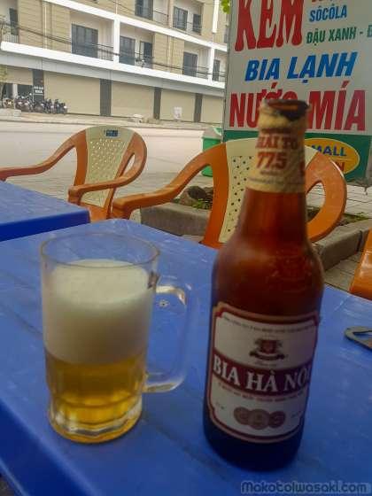 ハノイビール450ml 1万ドン.アルコール4%で薄い