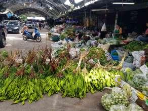 スラタニ市場の漬物屋、ニンニク甘酢、サラ