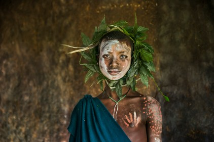 Steve McCurry, Omo Valley, Ethiopia, 08/2013, ETHIOPIA-10319. Child with wreath of leaves around head.retouched_Sonny Fabbri 09/04/2013