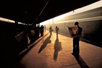 Steve McCurry,INDIA. Old Delhi. 1983. Tran station platform.