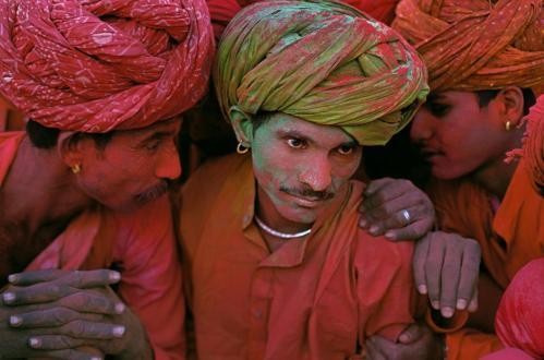 Steve McCurry,INDIA. Rajashan. 1996. The Holi Festival, a Hindu ceremony that celebrates the arrival of spring.