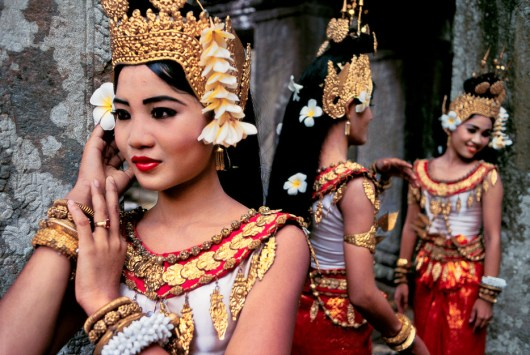 Steve McCurry,CAMBODIA. Angkor. 2000. A young dancer before her performance at Preah Khan Temple.