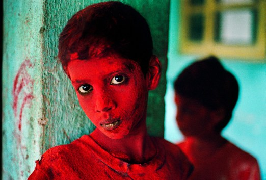 Steve McCurry,INDIA. Mumbai (Bombay). 1996. Red Boy during Holi festival.