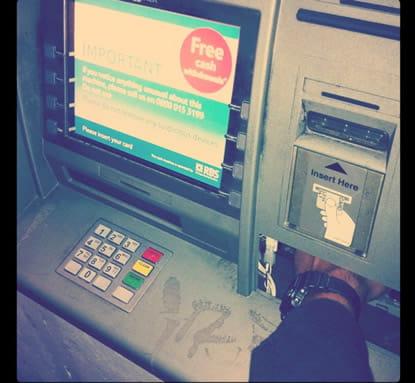 銀行送金で履歴が残ってしまう
