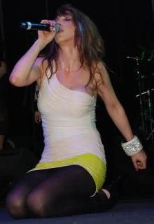 Hande-Yener-2014-15