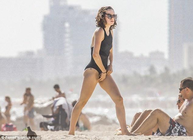 Daisy-Ridley-2017-Photos-bikini-2